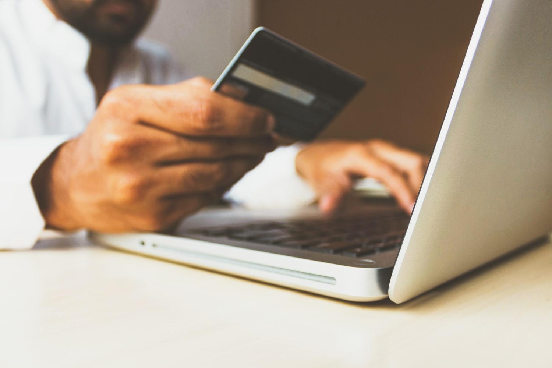 Comment faire pour emprunter de l'argent en ligne?