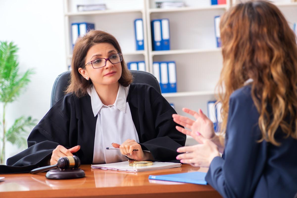Recours à un avocat : Est-ce obligatoire pour un contentieux fiscal ?