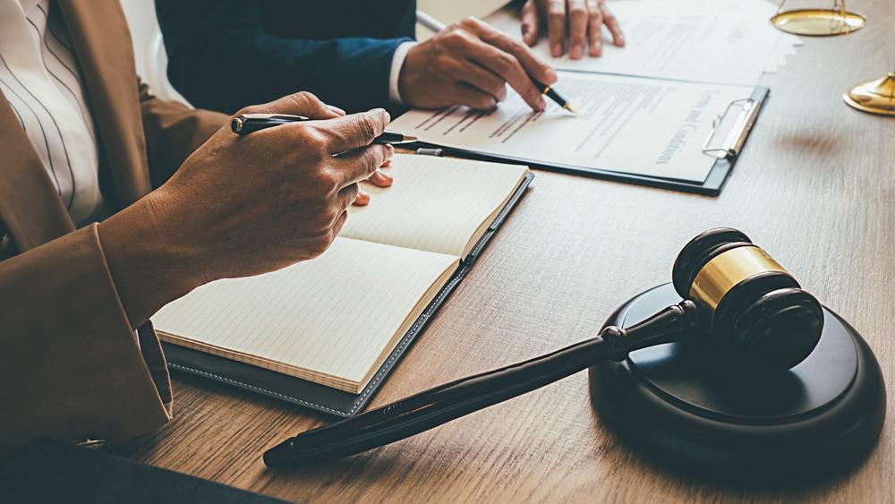 Peut-on recourir à un conseiller juridique pour le redressement fiscal d'une entreprise ?